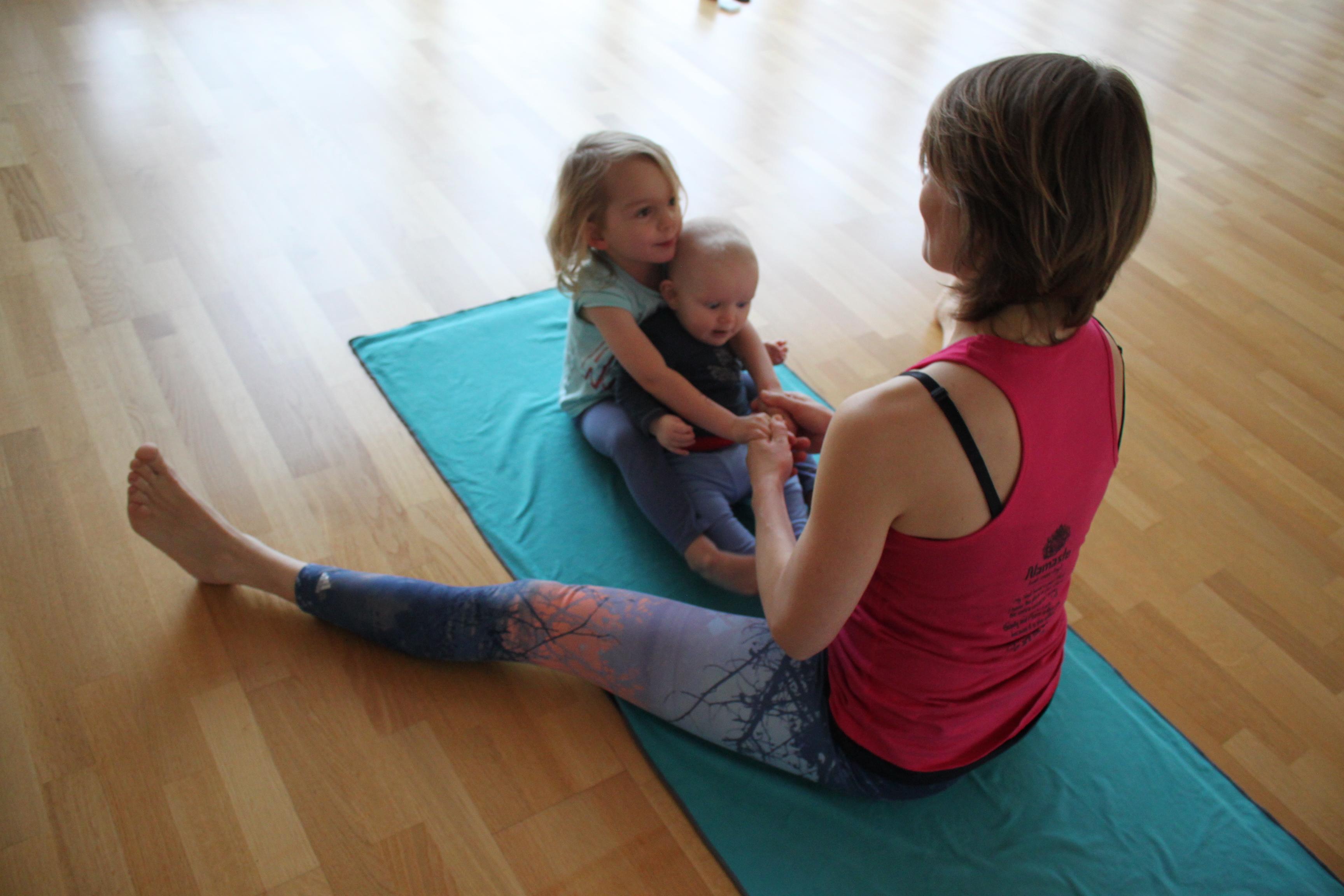 Yoga mit und für Babys und Kinder